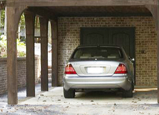 Автомобиль на даче: гараж, навес или место для стоянки?