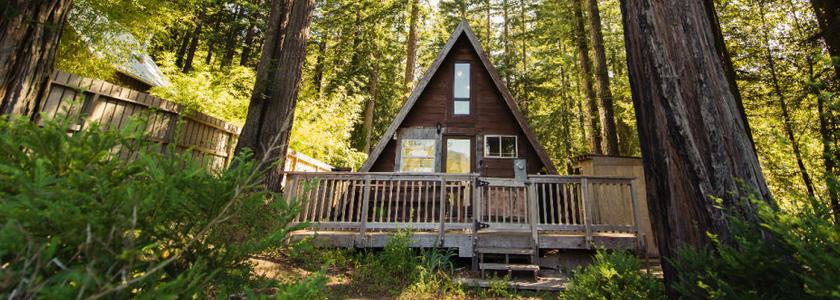 Дом-шалаш - оригинальная идея дачного строительства