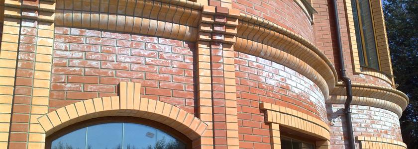 Высолы на кирпичном фасаде: предотвращаем и боремся с ними