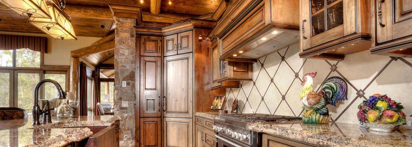 Кухня в загородном доме: планировка, отделка, нестандартные решения