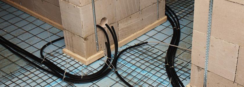 Особенности монтажа электрической проводки в помещениях из различных строительных материалов