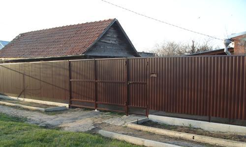 Забор со стороны фасада