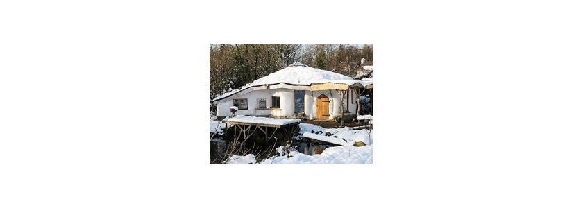 Эко-дом из соломы и дерева
