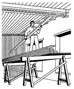 Подшивка потолка с предварительным раскладыванием досок на монтажной рейке