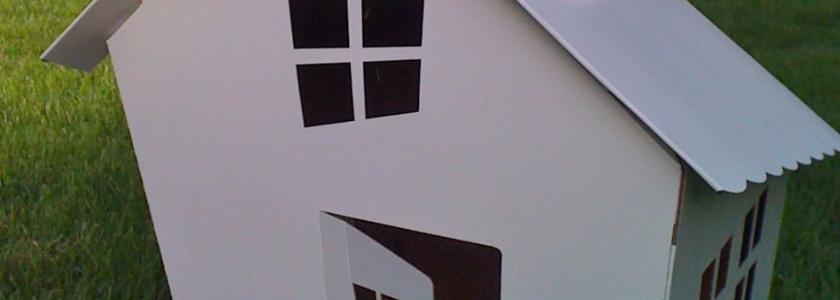 Дом из картонной коробки