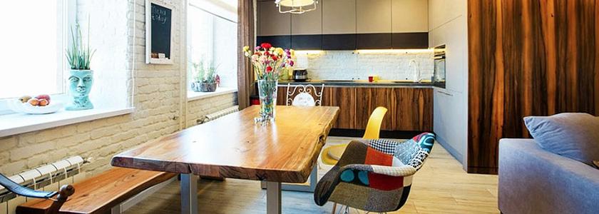 Перепланировка квартиры: кухня-бар, кровать за стеклом и изогнутые комнаты