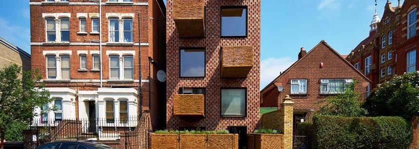 Деревянный дом с кирпичным фасадом: история создания