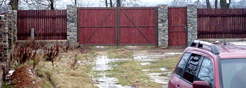 Сделай сам: красивый забор из дерева и камня