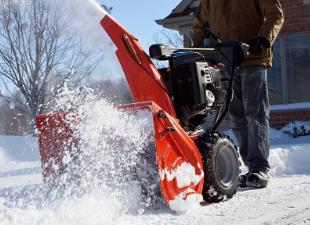 Два варианта самодельных снегоуборщиков: от идеи до воплощения в металле