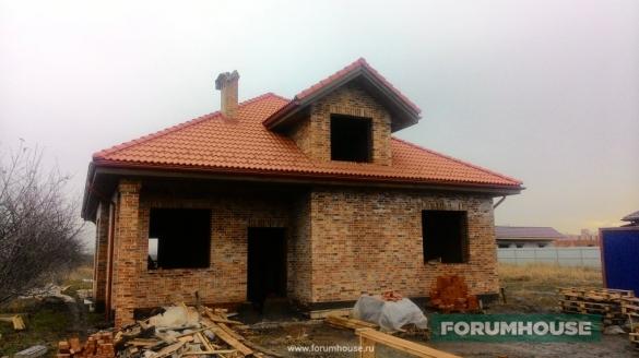 Фото одноэтажный дом из пестрого кирпича на белом шве