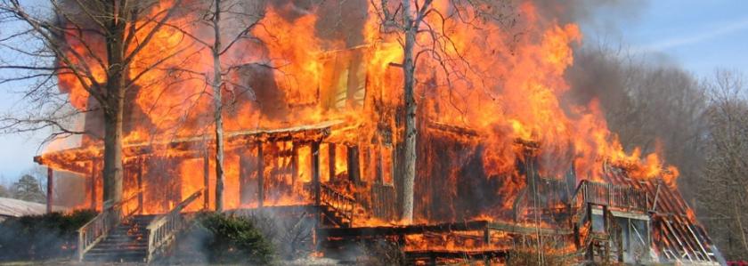 Загородный дом и защита от пожара: что нужно делать, чтобы дом сгорел
