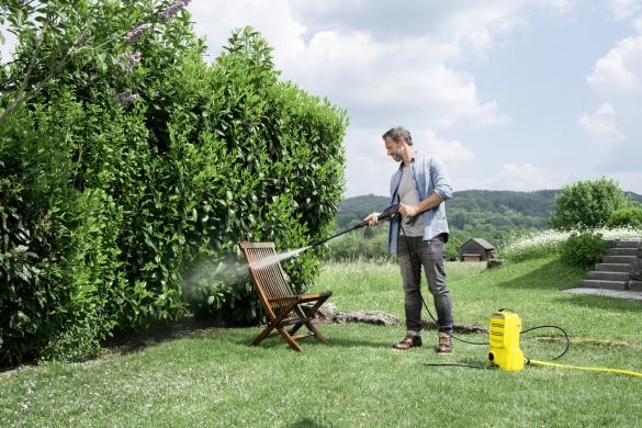 Чистка садовой мебели с минимойкой Karcher