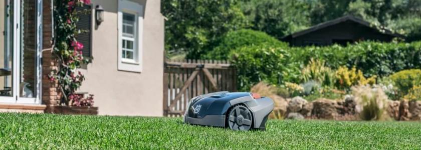 Газон сам себя пострижет, заявляют производители газонокосилок-роботов Husqvarna Automower