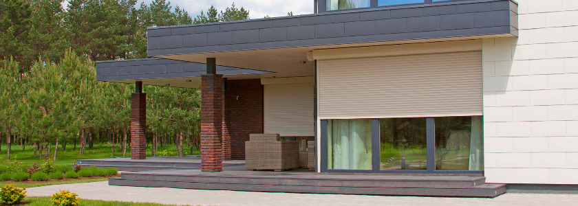 Дом без слабых сторон: выбираем роллетные системы для безопасного коттеджа