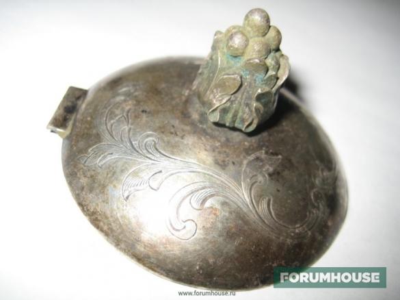 Фото старинная серебряная крышка с ручкой