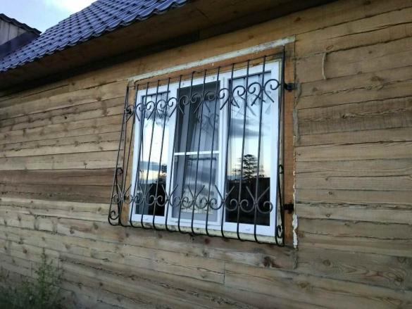 Чем защитить окна на даче