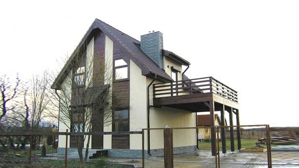 Фото дом с открытым пустым балконом