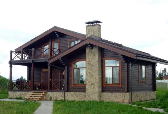 Фото деревянный дом с открытым балконом