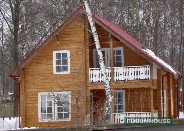 Фото деревянный дом с террасой и балконом