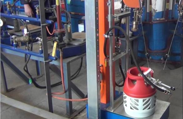 Фото композитный газовый баллон на заправочной газовой станции
