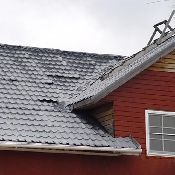 Фото выцвела и пошла волнами металлочерепица на крыше