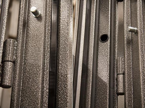 Фото коллаж терморазрыв стальных дверей