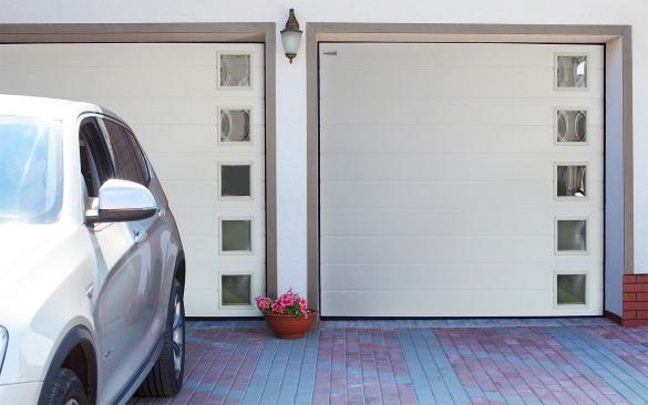 Фото секционные гаражные ворота со стеклянными вставками
