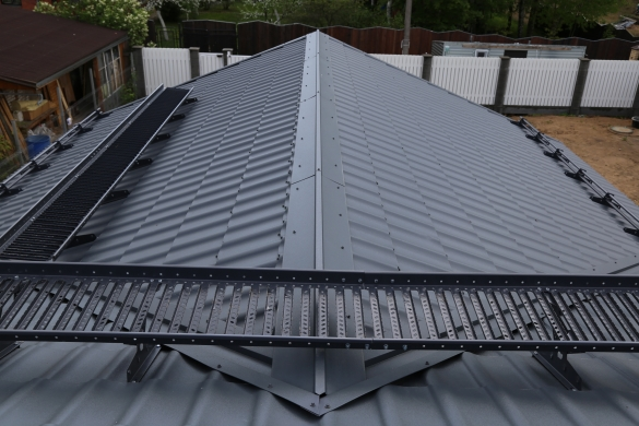 Фото сложная крыша из металлочерепицы с порогами